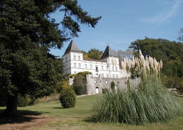 Ch teau du 18 me si cle situ sur un site exceptionnel de 14 hectares - Chateau du 18eme siecle ...