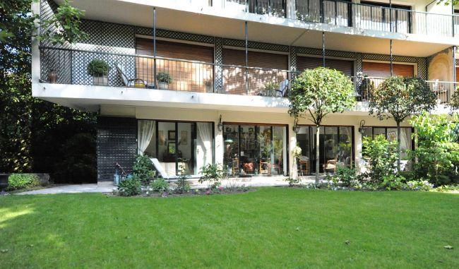 Appartement terrasse avec beau jardin face au bois de Vincennes