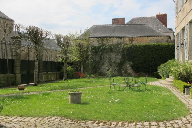 Laval bel h tel particulier xviiie du centre historique for Entretien jardin laval 53