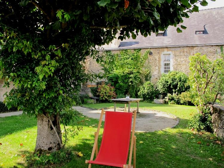 Laval remarquable maison d 39 origine xve remani au xvi et for Entretien jardin laval 53