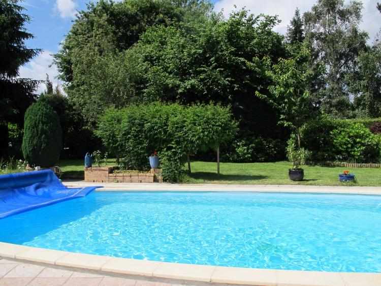 Laval maison d 39 architecte de 230 m2 avec piscine et jardin for Piscine laval 53
