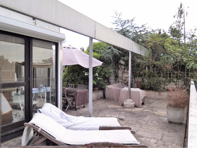 Appartement terrasse face bois, dernier étage, RER A à 5 à pieds