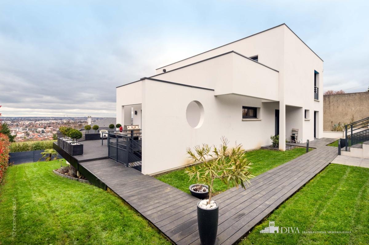 tr s belle maison d 39 architecte de 2014 avec superbe vue imprenable sur tout paris. Black Bedroom Furniture Sets. Home Design Ideas