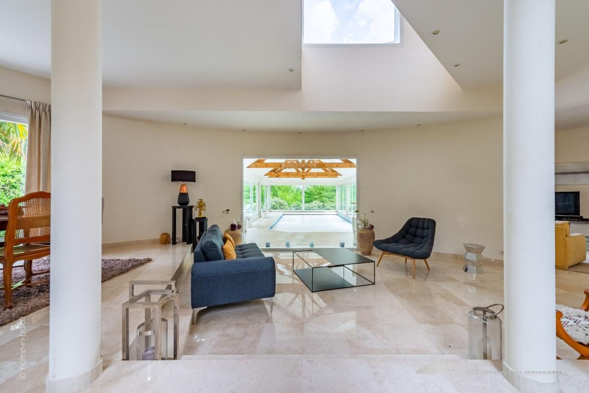 Splendide maison d\'architecte avec piscine intérieur, à ...